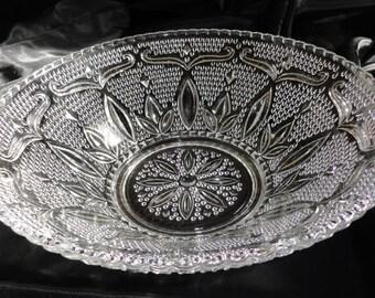 Vintage FRUIT / SERVING BOWL - Federal Glass Heritage Pattern
