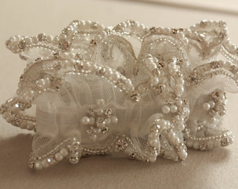 Wedding Garter in Ivory   - Due drop pearls (Made to Order)
