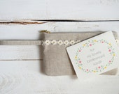 Bridesmaids Gift Set / White & Gold Daisy Trim Linen Wristlet with Custom Floral Thank You Card - atiliay