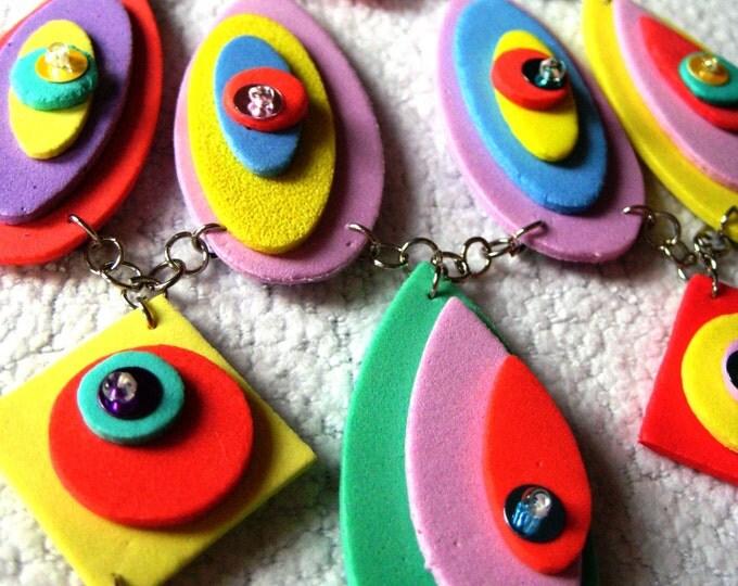 """Pop tie & earrings """"Maggie"""" foam rubber"""