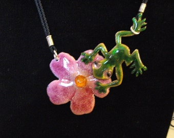 "Enamels, long necklace with ""The Frog and pink flower"""