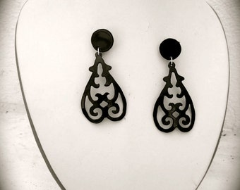 Black earrings  with flamenco flavor and silver backs, handmade.