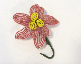 Vintage jewelry Flower  bead brooch