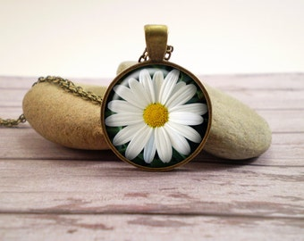 Daisy glass pendant, antique bronze tone setting