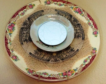 Mirrored plate setting: Kitchen/dining decor