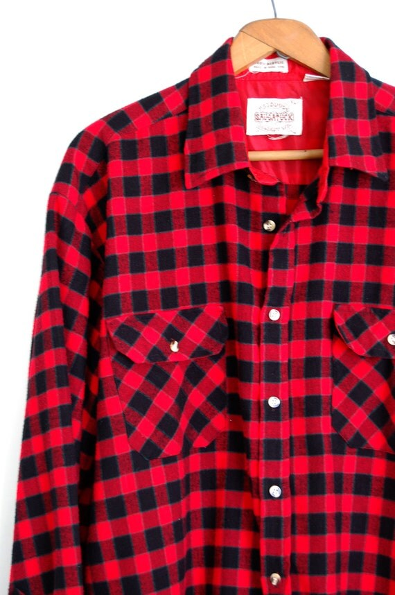 Mens flannel shirt vintage plaid shirt red black green for Green and black plaid flannel shirt