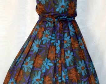 Sale Vintage 50s Day Dress M Colorful Daisy Box pleats Full Skirt