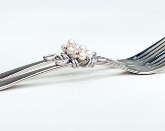 Custom cake forks, personalized forks, dessert forks, stainless steel wedding fork, Mr Mrs cake forks Swarovski crystal pearl table decor