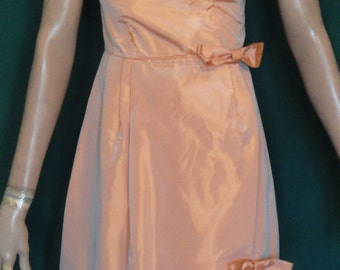 Lovely Vintage Peach Colored Taffeta Party Dress Bows B34