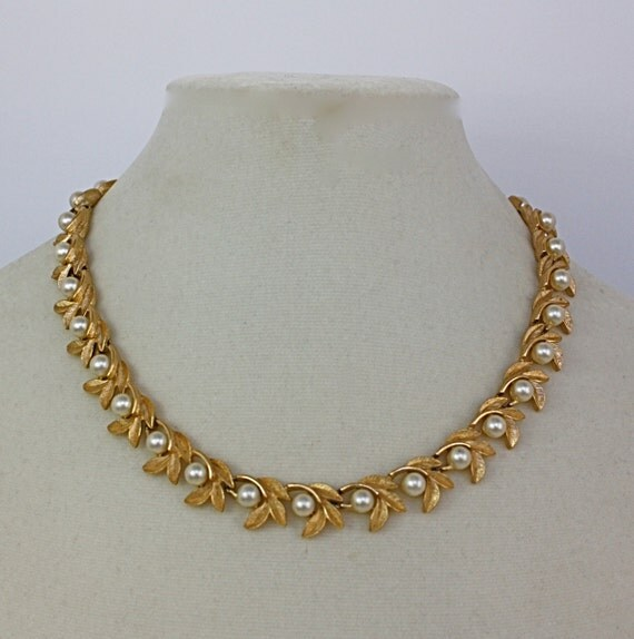 Vintage 60s Pearl Choker Necklace Avon Gold Metal By Jantiques