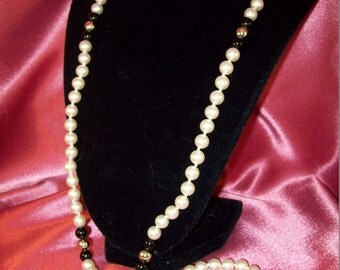 Vintage Hand Knotted Glass Pearl Necklace