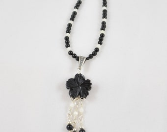 Black Agate Flower Pendant Necklace