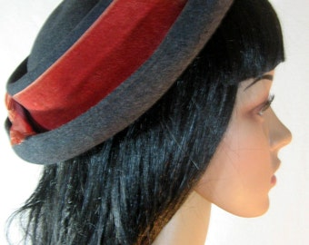 1940's School Girl Hat by I MAGNIN & CO Wool Felt Grey Salmon