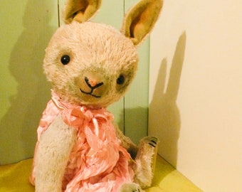 PDF-E-pattern  to make a bunny like Lucy