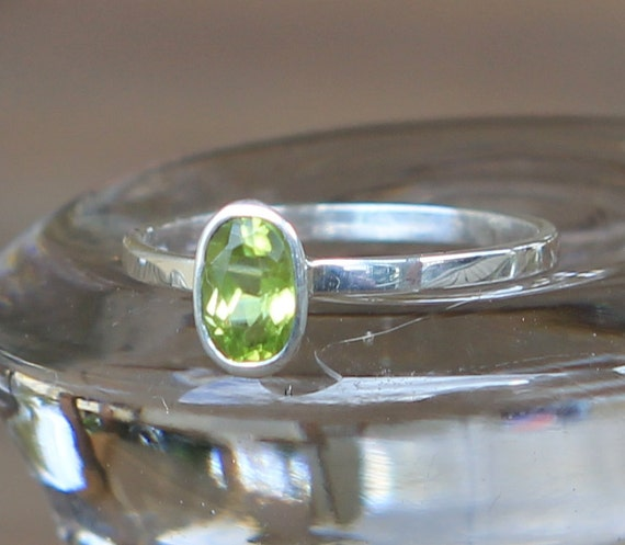 Simple Delicate Sterling Silver With Natural Oval Peridot Ring Size 5.5 Free Standard Shipping