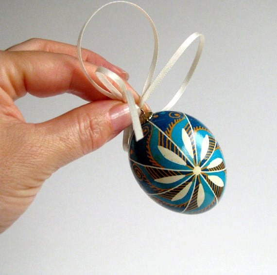 Blue eater egg,  white flower pysanka with blue swirls on a string, Ukrainian Easter egg, pysanka