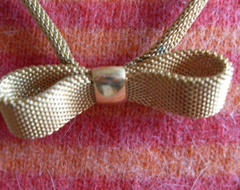 Vintage SARAH COVENTRY Goldtone Mesh Bow Tie Necklace