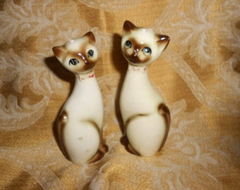 """Cats """"Siamese"""" S & P Shakers Japanese Made Pair Of Sophisticated Sleek Felines"""