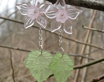 Daffodil Statement Earrings, pink flower dangle earrings in light pink and green, beautiful spring or Easter jewelry