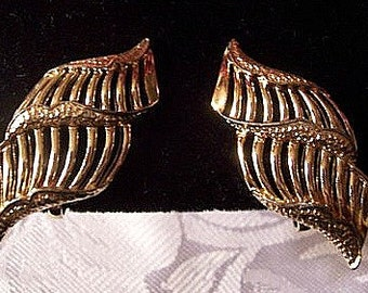 Sea Shell Clip On Earrings Gold Tone Vintage Coro Open Twisted Open Ribbed