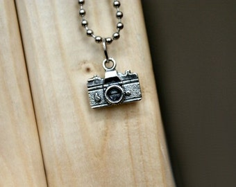 Camera necklace - FREE chain!
