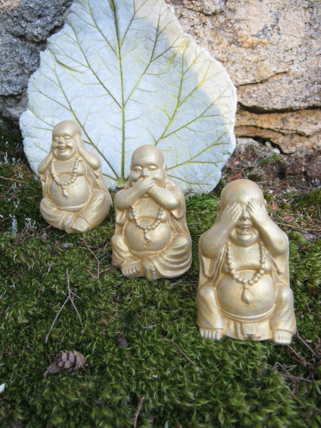 Buddha Statues Gold or Black & Gold Concrete by ...
