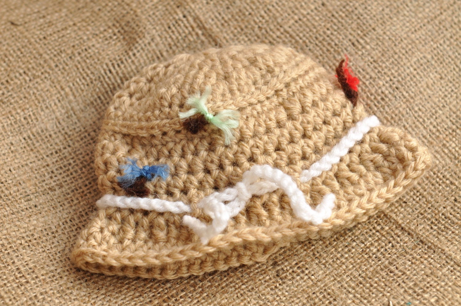 Crochet Gone Fishin' Baby Sun Hat with Goldfish {free crochet pattern} Crochet sun hats make it fun to continue crocheting when its warm! Here is a free pattern to take on a Saturday morning fishing with daddy, complete with a goldfish applique.