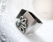 Topaz square band flower ring - DAISY