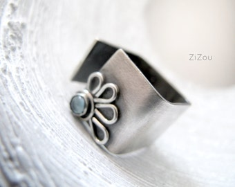 Wide Band Silver ring, Blue Topaz ring, Flower wide band ring DAISY - gift for her