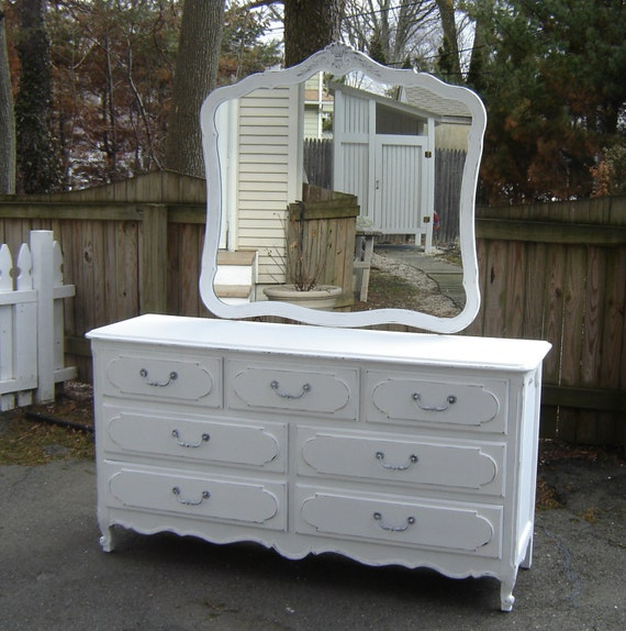 Vaisselier Shabby Chic: Reserved For Michelle.....White Vintage By