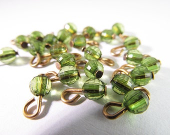 30 Vintage 4mm Peridot Green Faceted Plastic Charms Pendants Drops Pd361