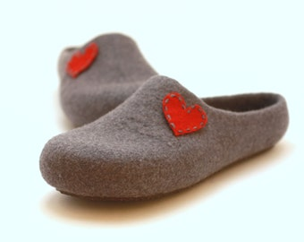 Mothers day gift - Women felted slippers with heart - Weddings gift  - made to order -slippers with hearts - gift for her - felt slippers