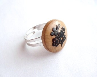 Wooden ring made of vintage button ring upcycled jewelry adjustable ring repurposed jewelry tribal ring folk jewelry brown ring