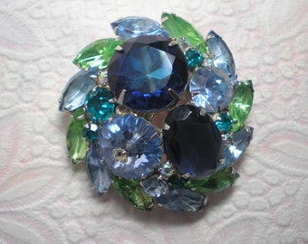 D&E aka Juliana Blue Watermelon, Blue Margarita Brooch   Item No: 16511