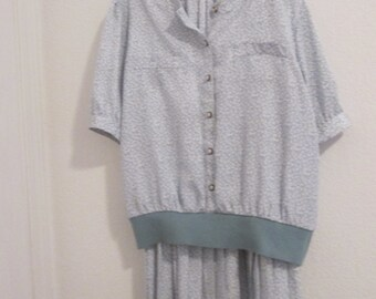 Lovely, blue gray, suit, Andrea  Gale, 100% Polyester, top with stretch skirt, nicley pleated.