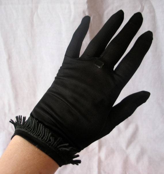 Vintage 1950s Black 2-button Length gloves with fringe