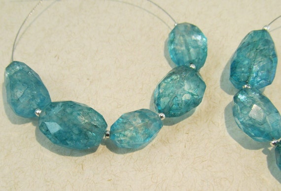 Emerald Green Crackle Quartz Faceted Nuggets 11-17mm, packet of 5