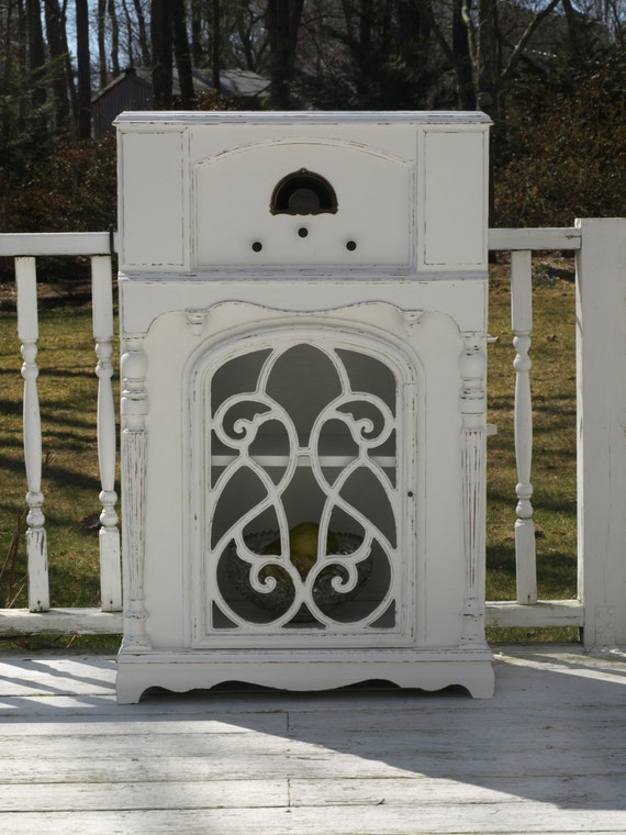 Old Radio Turned Into A Shabby Chic Cabinet