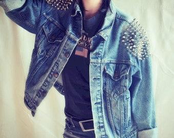Studded Levi's Denim Jacket - Oversize Boyfriend Fit - Women / Men - Shoulders Vintage Grunge Punk