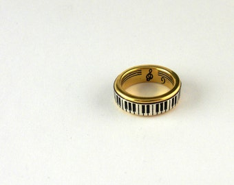 Piano Ring, 9ct gold with silver keys