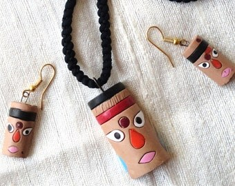 Indian Jewellery. Handmade terra cotta necklace. Ethnic necklace.  Orange, pink and brown necklace. Indian chain. From Artikrti.