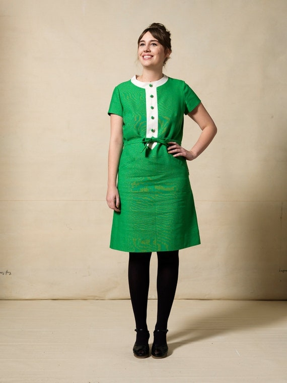 Vintage 1960s TAGS STILL ON / kelly green dress with white trim / Mad Men / matching tie-belt  / button detailing