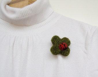 Clover leaf felted brooch with a ladybug, Good luck brooch, Shamrock brooch, childrens accessory, moss green, red, fun brooch, cute brooch