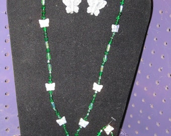 EMERAL GREEN Necklace With BUTTERFLY Ascents