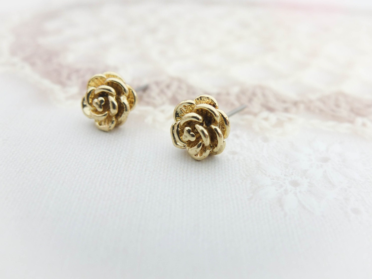 Top 5 unique stud earrings ~ beautify themselves with earrings