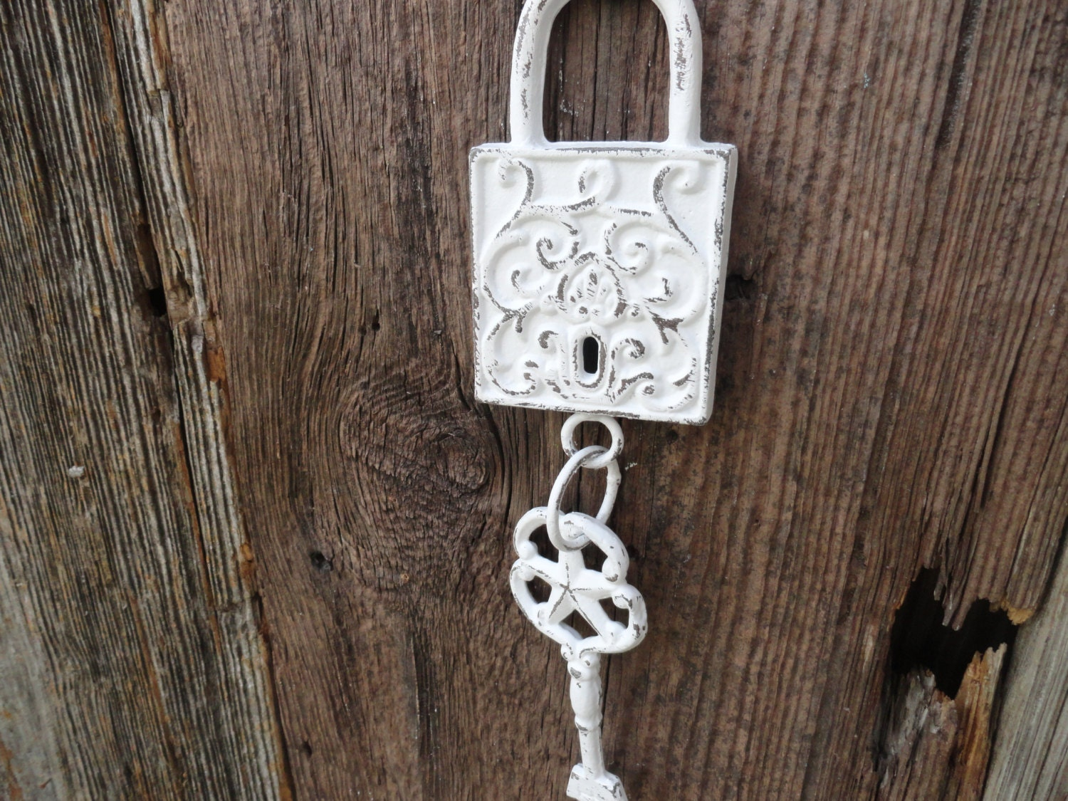 Wall Decor Keys : Shabby chic skeleton key lock and wall decor cast iron
