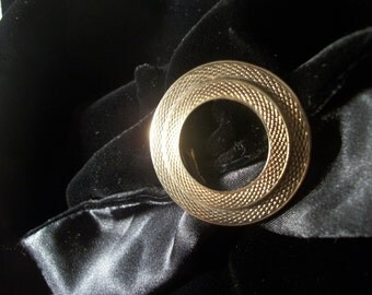 Scarf Clip Holder Fastener Double Open Circle Brooch Gold Metal Diamondback Rattlesnake Pattern Vintage 1950's Fashion Accessory