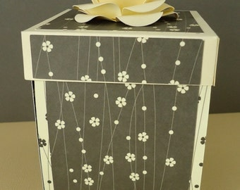 Black And Cream Love Explosion Box, great for a special someone. (Inc UK P&P)