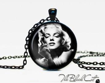 Marilyn Monroe pendant Marilyn Monroe necklace Marilyn Monroe jewelry actor jewelry (PA0001)