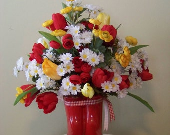 Cheerful Country Floral Arrangement in red, white & yellow
